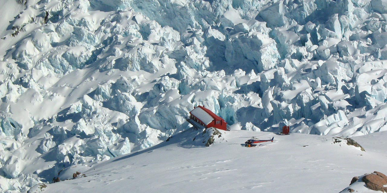 Plateau Hut and the Hochstetter Icefall