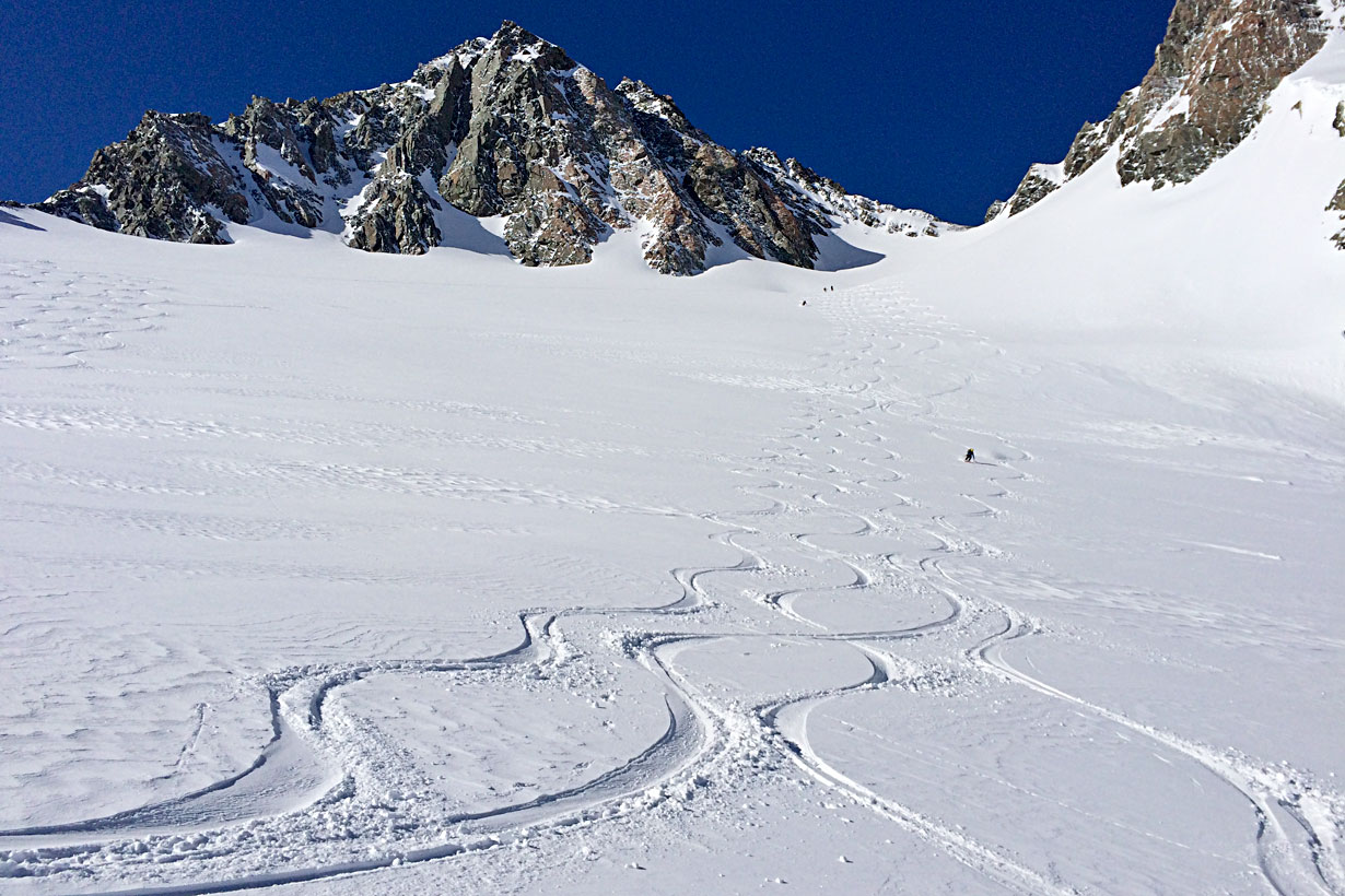 Skiing powder near Kelman Hut